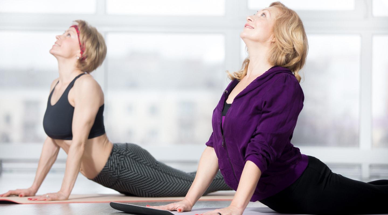 Frauen Yogamatte Trainingsangebote Rueckentraining Ladys 1st Frauenfitness Potsdam